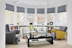 Fotele z lat 20. mają nowe obicia. Początkowo ich kolor nie widział się Piotrkowi. Teraz nie widzi salonu bez foteli. Piotr kolekcjonuje także dodatki w stylu art deco, wazony, szkło i zegary. Wiele z nich wypatrzył w galerii Decoteria.