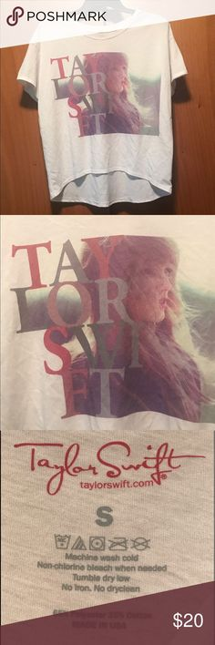 Relaxed fit Taylor Swift tee Worn once, brand new condition! Super soft and comfy, looks great with bralettes or bright sports bras underneath. Smoke and bug free home, offers are always welcome 😊 Taylor Swift Tops Tees - Short Sleeve