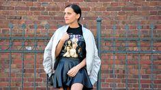 Szara kurtka bomber i koszulka Spice Girls - stylizacja
