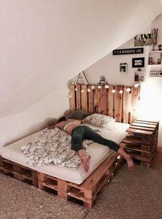 Palettenbett DIY - Bett ideen Pallet bed DIY by yourself Wood Pallet Beds, Diy Pallet Bed, Pallet Furniture, Bed Pallets, Bed Furniture, Pallet Bed Frames, Furniture Ideas, Furniture Online, Pallett Bed