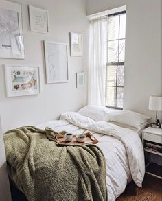Apartment Therapy on First Friday of 2020 means you deserve breakfast in bed. (v… Home therapy on the first Friday of 2020 means that you deserve breakfast in bed. (via thenamestesa). Cozy Bedroom, Bedroom Inspo, Bedroom Decor, Bedroom Ideas, Seating In Bedroom, Bedroom Neutral, Bedroom Modern, White Bedroom, Bedroom Colors