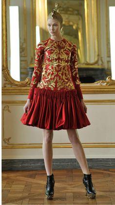 Alexander McQueen | 2010 AW Womenswear Fashion Show | Womens Autumn Fall Winter Collection