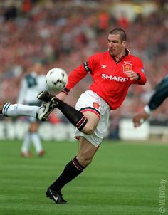 Manchester United's Eric Cantona displays some virtuoso trickery during the 1996 FA Cup final against arch rivals Liverpool. Manchester City, Manchester United Legends, Official Manchester United Website, Manchester United Football, Tottenham Hotspur, Newcastle, Fifa, Best Sports Quotes, Arsenal