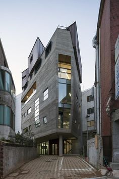 Urban Floating Office (UFO) of Rishu Architects in Donggyo-dong, South Korea Architecture Drawing Art, Modern Architecture Design, Japanese Architecture, Architecture Portfolio, Facade Design, Futuristic Architecture, Facade Architecture, Beautiful Architecture, Beautiful Buildings