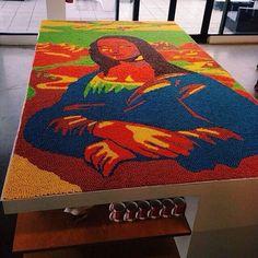 Guinness World Record Breaking all Skittles reproduction of the Mona Lisa. OMG Facts vía Natalía Negrón.