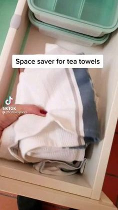 Household Cleaning Tips, House Cleaning Tips, Diy Cleaning Products, Spring Cleaning, Cleaning Hacks, Simple Life Hacks, Useful Life Hacks, How To Fold Towels, How To Fold Sheets