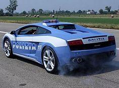 Le auto della polizia più belle e veloci del mondo (Foto)