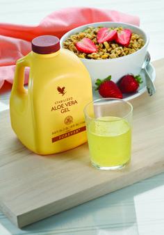 Forever Aloe Vera Gel. Fresco gel di Aloe Vera stabilizzato al 100%. Bevilo quotidianamente, oltre ad aiutare la digestione , integrerai la tua alimentazione con importanti elementi nutritivi. Sono veri sorsi di benessere! Contenuto 1 Litro (art.15)
