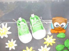 fondant shoes and owl for baby shower cake