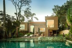 marbe house in Brazil by Arthur Casas