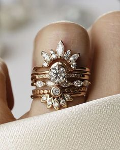 """considerthewldflwrs: """"✨Here's a some sparkle & shine for everyone on this rainy day in Nashville! ✨ Sometimes it's just fun to add all the pretty diamond rings together! Double tap if you. Wedding Ring Guide, Wedding Rings Simple, Wedding Ring Bands, Wedding Jewelry, Ringa Linga, Jewelery, Jewelry Rings, Women's Rings, Men Rings"""
