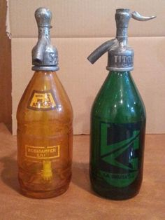 Set-of-2-Antique-Advertising-Soda-Fountain-Siphon-Bottles-Argentinga-Amber-Green