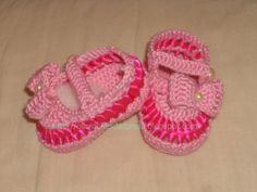 Sapatilha rosa com lacinho de crochê e fita trançada - Calçado Infantil