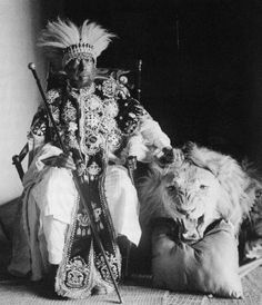 Menelik II (August 1844 – December Conquering Lion of Judah, Elect of God, King of Kings of Ethiopia was negus negust (emperor) of Ethiopia from 1889 to his death. Paises Da Africa, Horn Of Africa, East Africa, African Culture, African History, African Men, History Of Ethiopia, All About Africa, Afro