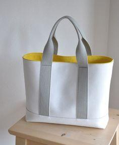 Accessoires Divers, Denim Tote Bags, Fabric Purses, Diy Purse, Canvas Handbags, Cloth Bags, Small Bags, Handmade Bags, Purses And Bags