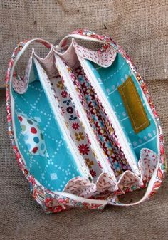 This is a 'pay-for' pattern, which I will n ot pay for; should be simple to figure out if you have experience sewing.... Sew Together Bag Pattern from SewDemented