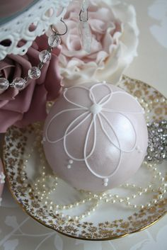 Sphere cakes by Cotton and Crumbs, via Flickr