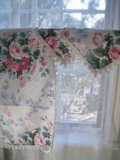 Vintage Set of Three Runner and two doilies by mailordervintage
