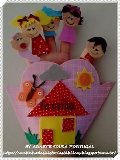 CANTINHO DAS HISTÓRIAS BÍBLICAS: LUVA DO CÂNTICO INFANTIL FAMÍLIA ORIGINAL Kids Crafts, Family Crafts, Projects For Kids, Diy And Crafts, Paper Crafts, Preschool Family Theme, Preschool Art Activities, Preschool Arts And Crafts, 5 Senses Craft