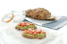 Receta de Tosta de aguacate, comino y tomate, para las cenas, tu dieta o para llevar al trabajo.