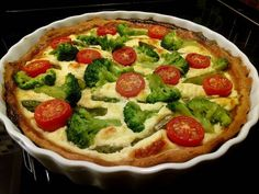 Broccoli salt pie with recipe picture. Ingredients and a detailed description of the preparation. Preparation time for broccoli salt pie: 60 minutes Pizza Recipes, Healthy Recipes, Healthy Food, Paleo Fish Tacos, Quiche Muffins, Vegas, Spicy Sausage, Vegetable Pizza, Lunch