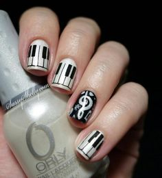 piano nail art | Tonight I have pianos and music notes.