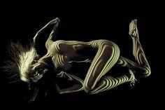 Как ни крути, фотография ню — это фотография обнаженной модели, и по большому счету это все, что можно о ней сказать. Французский фотограф Дани Оливье так не считает: он вывел этот жанр на новый уровень. Фотограф нанимает танцовщиц вместо обычных моделей и использует проекторы в темной студии,…