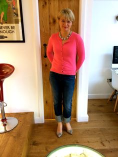 Cardigan (worn like a shirt), statement necklace, rolled jeans & pumps