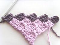 Begin in een hoek en eindig weer met 'n hoek! Hierdie patroon is 'n wonderlike patroon om te gebruik vir komberse, blokkies e. Crochet Baby Blanket Free Pattern, Crochet Square Patterns, C2c Crochet, Beginner Crochet Projects, Crochet For Beginners, Granny Square Blanket, Granny Squares, Afrikaans, Diy And Crafts