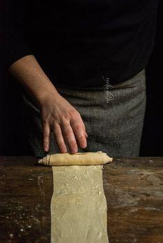 F O R M U L A (For 8 cruffins) 180 g bread flour 45 g all purpose flour 110 g water 68 g sourdough starter 32 g sugar 10 g butter, softened 8 g whole mi Sourdough Recipes, Sourdough Bread, Bread Recipes, Starter Recipes, Chicken Recipes, Cruffin Recipe, Croissants, No Carb Bread, Custard Filling