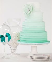 Aqua ombre cake. so pretty!