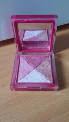 It's also shimmeringly fantastic on the inside! This blush quad has  two shimmery highlighters: 1 gold and 1 pale (dusky) pinkish. Of the two blushes one is pale and blue-toned whilst the other is a deeper and more warm-toned Almond-Rocha box colour.