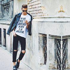 Puedes usar zapatos elegantes y de cuero con un look semi-punk.   23 Trucos de moda que todos los hombres estilosos deben probar