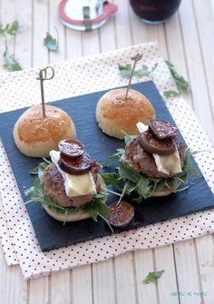Mini hamburguesas gourmet de foie e higos en vino dulce.