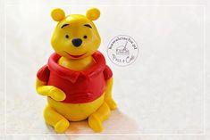 Kubuś Puchatek z lukru plastycznego, element tort urodzinowego dla dziecka, więcej na www.pieceacake.pl