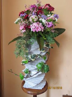 Reciclaje con Artesania: FLORERO DE CARTÓN Paper Vase, Plants, Fresh Flowers, Fake Flowers, Flower Vases, Recycling, Bottles, Manualidades, Plant