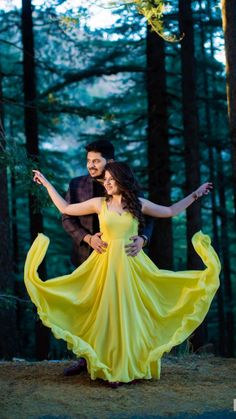 Photo Poses For Couples, Couple Picture Poses, Couple Photoshoot Poses, Indian Bride Photography Poses, Wedding Couple Poses Photography, Pre Wedding Poses, Pre Wedding Photoshoot, Pre Wedding Shoot Ideas, Homecoming Pictures