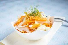 Den Karotten-Fenchel-Salat ist eine ideale Beilage im Winter. Ein Rezept für Menschen, die gerne gesund essen wollen.