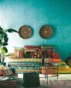 Moroccan style living room with a great wall color - Bohemian Home Living Room Bohemian Interior, Bohemian Decor, Boho Chic, Hippie Bohemian, Boho Style, Bohemian Room, Bohemian Homes, Gypsy Room, Bohemian Apartment
