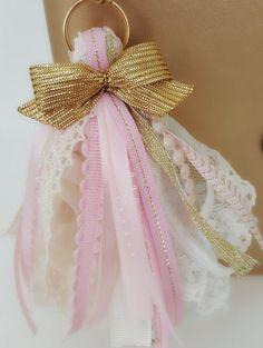 Planner tassel Planner tassels by PoshPiecesbyMelissa on Etsy Ribbon Crafts, Bead Crafts, Diy Tassel, Tassels, Fabric Ribbon, Planner, Diy Crafts To Sell, Diy Gifts, Creations