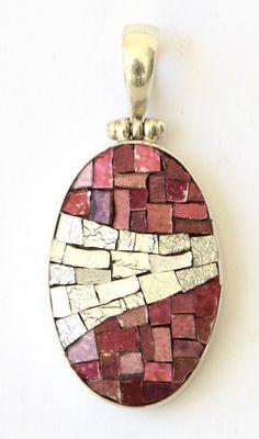 A new mosaic or mosaic jewelry piece five days a week. Jewelry Tools, Glass Jewelry, Jewelry Art, Silver Jewelry, Fused Glass Art, Mosaic Glass, Stained Glass, Slab Foundation, Mosaic Crafts