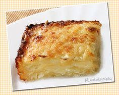 Layers of sliced potatoes and thin layers of heavy cream (seasoned with salt and pepper), greated parmesan to finish, foil and oven for 35 min - broil at the end. Veggie Recipes Healthy, Gourmet Recipes, Vegetarian Recipes, Cooking Recipes, Salty Foods, No Salt Recipes, Portuguese Recipes, Creative Food, Love Food