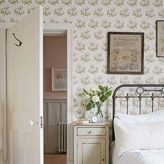 bedroom home interior floral wallpaper flowers bed country Home Bedroom, Bedroom Decor, Bedroom Green, Bedroom Photos, Bedroom Ideas, Master Bedroom, Shabby Bedroom, Bedroom Inspiration, Cottage Living