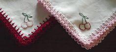 #crochet edged handkerchief as #wedding favor gift - free crochet tutorial by Sara vs Sarah