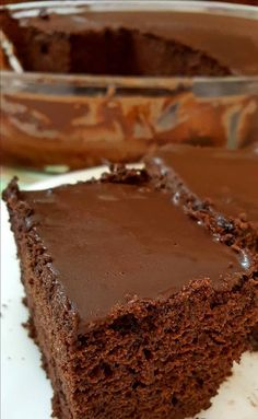Baileys Fans This Boozy Chocolatey Poke Cake Is Your Dream Come True Poke Cake Recipes, Poke Cakes, Cupcake Cakes, Dessert Recipes, Desserts, Cupcakes, Baileys Cake, Baileys Recipes, How To Make Frosting