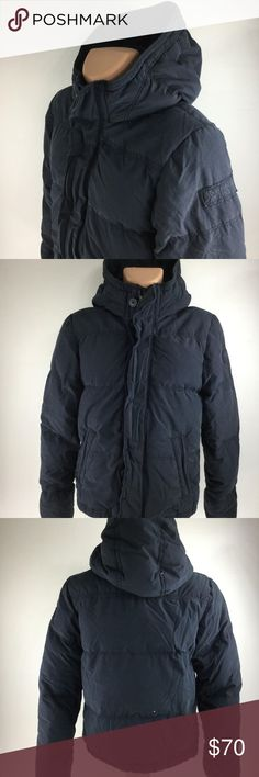 ABERCROMBIE & FITCH Mens Blue Full Zip Puffer Coat This is a nice and comfortable Style: Men's ABERCROMBIE & FITCH Kempshall Full Zip Dark Blue Insulated Hooded Puffer Coat, Size M  Brand:  ABERCROMBIE & FITCH Style: Men's ABERCROMBIE & FITCH Kempshall Full Zip Dark Blue Insulated Hooded Puffer Coat Color: Dark Blue Size: M Measurements: Please see photos Material: No Tags Condition: Excellent, gently used pre-owned condition with minimal signs of wear as seen in images  CJ1000-LT…