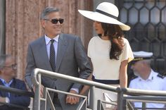George Clooney ensured that his four-day Venetian wedding had the happiest of endings today as his marriage to British barrister Amal Alamuddin was finally made official in a 600 Euro civil ceremony in the Italian city. George Clooney Wedding, George Clooney Amal Alamuddin, Salt And Pepper Recipes, Elegant Wedding Gowns, Wedding Dresses, Venetian Wedding, Classy Couple, Civil Ceremony, Fashion Plates