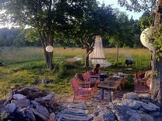 even if I can't readily explain why -- I do like this back yard very much.