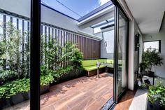 Atrium, Bungalows, Rooftop Design, Garden Design, House Design, Design Design, Design Poster, Decks And Porches, Sims House