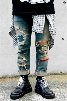 shredded w/ repair Love Jeans, Jeans Pants, Hipster Jeans, Denim Patchwork, Destroyed Jeans, Vintage Jeans, Denim Fashion, Distressed Jeans, Street Wear